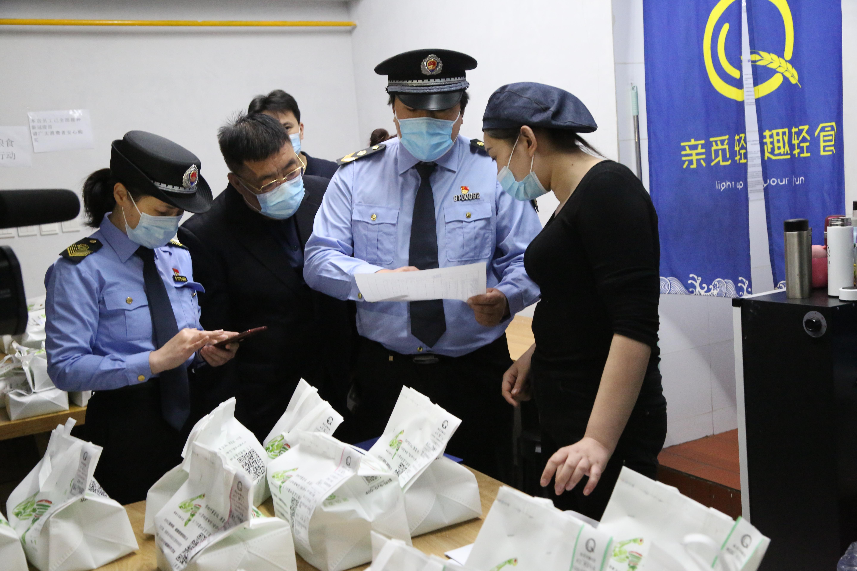 """北京:""""亲觅轻趣""""等三家网红餐厅被查"""